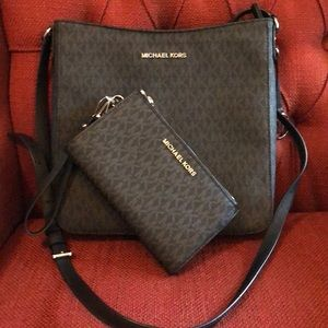 Michael Kors LG Messenger with matching wallet